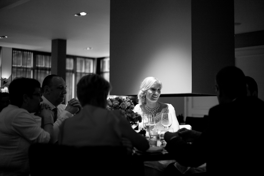 Bride in the spotlight during dinner. Time enough for focussing with the live view.
