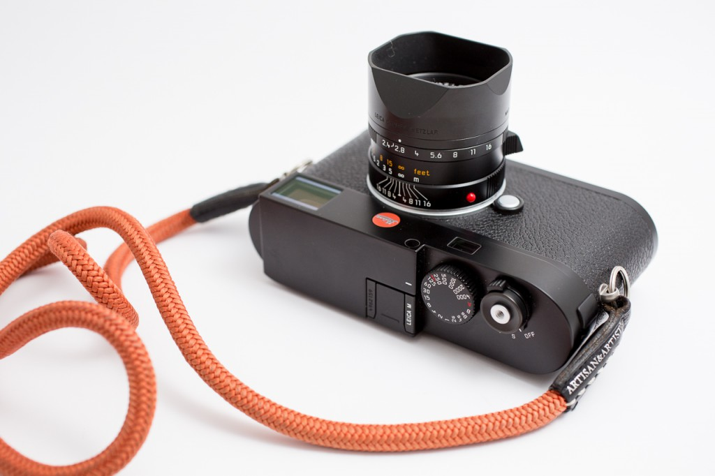 It looks spectaculair and offers a very lightweight and small 50mm full frame camera combo.