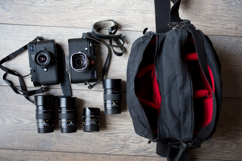 All this fits easily in the bag and more important: without the annoying stacking of lenses.