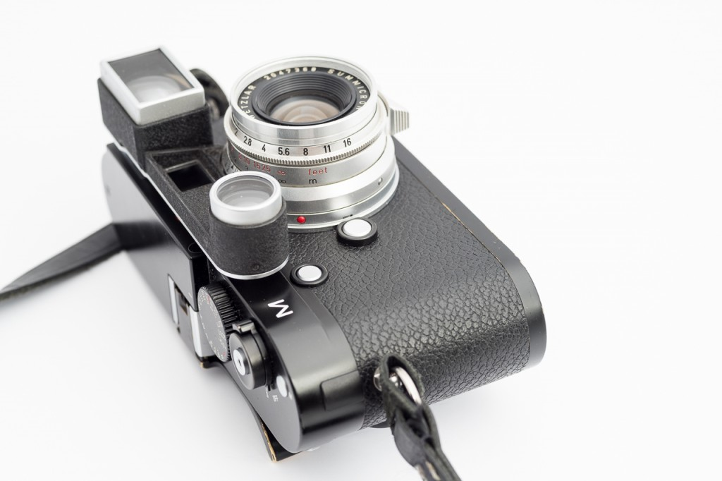It's not for everybody: the 35 cron goggle does have some influence on the aesthetics of your Leica M.