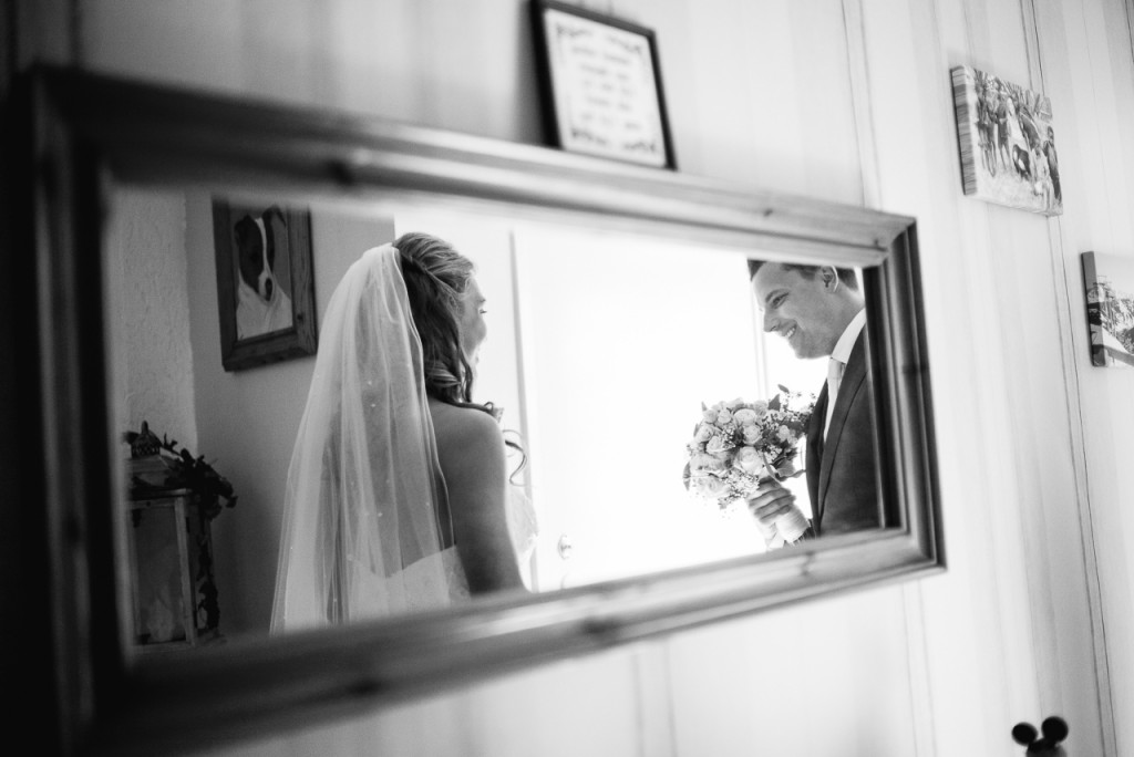 The first look: always a crucial moment, often happens in dark and tight spaces. Fortunately, there are mirrors.